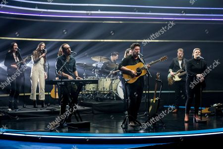 Winston Marshall, Ted Dwane, Ben Lovett, Marcus Mumford, Mumford and Sons