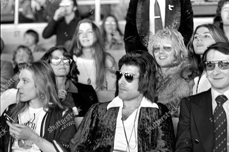 Freddie Mercury, Mary Austin, Roger Taylor, Jo Morris, John Reid