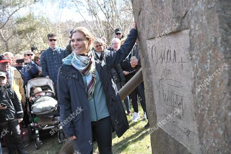 Crown Princess Victoria besides the King's stone, featuring the signatures of the Kings Oscar II, Gustaf VI Adolf and Carl XVI Gustaf during her Province walk in Halland
