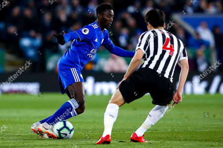 Wilfred Ndidi of Leicester City takes on Ki Sung-Yueng of Newcastle United