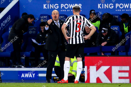 Newcastle United manager Rafa Benitez speaks to Paul Dummett of Newcastle United