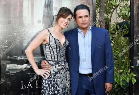 Linda Cardellini and Raymond Cruz