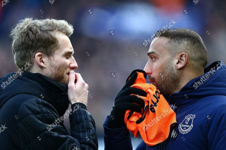 Cenk Tosun of Everton  and  Andre Schurrle of Fulham chat before the kick off