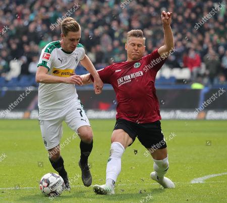 Moenchengladbach's Patrick Herrmann (L) in action against Hannover's Matthias Ostrzolek (R) during the German Bundesliga soccer match between between Hannover 96 and Borussia Moenchengladbach in Hanover, Germany, 13 April  2019.