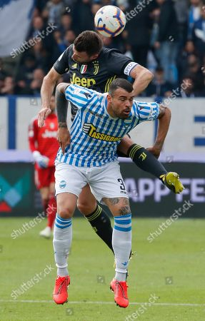 Juventus' Andrea Barzagli, top, and Spal's Andrea Petagna vie for the ball during the Serie A soccer match between Spal and Juventus, at the Paolo Mazza stadium in Ferrara, Italy