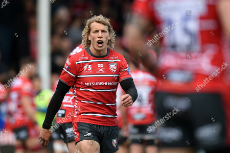 Billy Twelvetrees of Gloucester Rugby speaks to his backline
