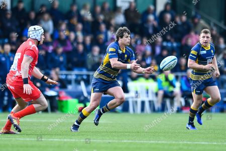 Francois Venter of Worcester Warriors in action