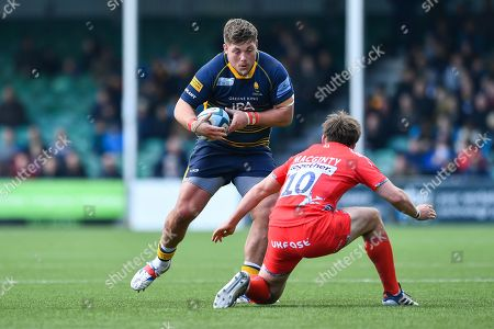 Ethan Waller of Worcester Warriors in action