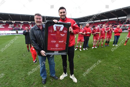 Stock Photo of Tom Price receiving a jersey from Nigel Short.