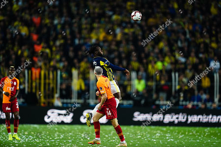 Victor Moses of Fenerbache heading in front of Martin Linnes of Galatasaray during the Turkish Super Lig match between Fenerbache and Galatasaray at the Åžükrü SaracoÄŸlu Stadium in Istanbul , Turkey