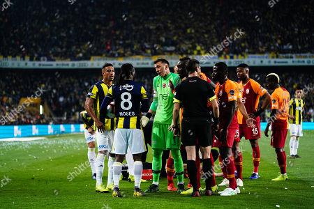 Fernando Muslera of Galatasaray and Victor Moses of Fenerbache discussing during the Turkish Super Lig match between Fenerbache and Galatasaray at the Åžükrü SaracoÄŸlu Stadium in Istanbul , Turkey