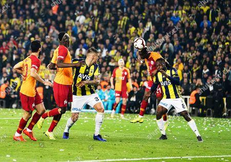 Henry Onyekuru of Galatasaray and Victor Moses of Fenerbache during the Turkish Super Lig match between Fenerbache and Galatasaray at the Åžükrü SaracoÄŸlu Stadium in Istanbul , Turkey