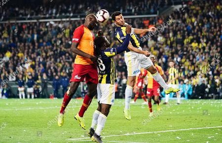 Mbaye Diagne of Galatasaray and Victor Moses of Fenerbache during the Turkish Super Lig match between Fenerbache and Galatasaray at the Åžükrü SaracoÄŸlu Stadium in Istanbul , Turkey