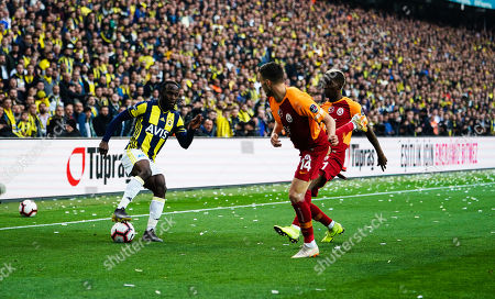 Victor Moses of Fenerbache and Martin Linnes of Galatasaray during the Turkish Super Lig match between Fenerbache and Galatasaray at the Åžükrü SaracoÄŸlu Stadium in Istanbul , Turkey