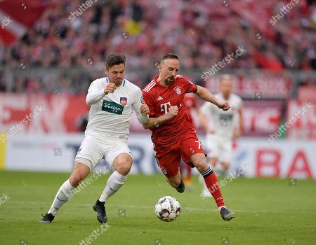 03.04.2019, Football DFB Pokal 2018/2019,    FC Bayern Muenchen - 1.FC Heidenheim, in Allianz-Arena Muenchen. v.li: Marnon Busch (Heidenheim)  -  Franck Ribery (FC Bayern Muenchen).