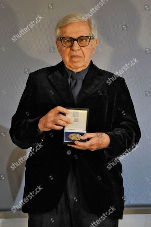 Italian director Paolo Taviani receives the UNESCO medal.