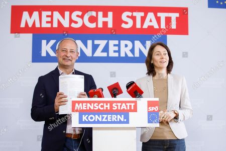 Top candidate for the upcoming European elections of the Social Democratic Party (SPD) Katarina Barley (R) and Top candidate for the upcoming European elections of  Social Democratic Party of Austria (SPOe) Andreas Schieder (L) speak during a press conference about 'Rechtsstaatlichkeit und Demokratie in Europa' (Rule of law and democracy in Europe) in Vienna, Austria, 15 April 2019.