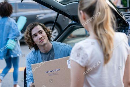 Dylan Arnold as Noah