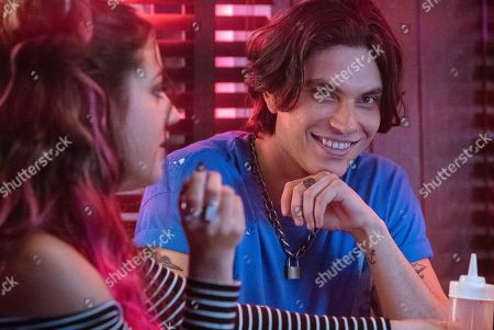Inanna Sarkis as Molly Samuels and Samuel Larsen as Zed Evans