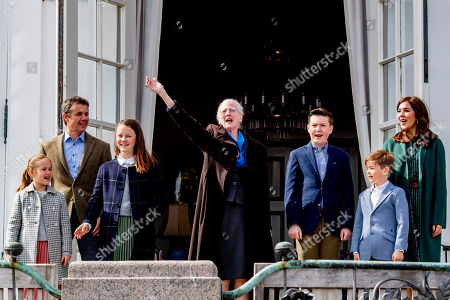 Princess Isabella, Crown Prince Frederik, Princess Josephine, Queen Margrethe II, Prince Vincent, Crown Princess Mary and Prince Christian