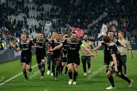 Frenkie de Jong of Ajax, Dusan Tadic of Ajax, David Neres of Ajax, Matthijs de Ligt of Ajax, Daley Blind of Ajax, Joel Veltman of Ajax during the UEFA Champions League quarter final match