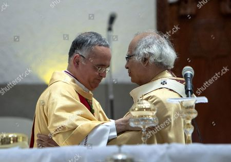Monsignor Silvio Baez (L) greets Cardinal of Nicaragua Leopoldo Brenes during a mass of renewal of archdiocese priest promises, at the cathedral of Managua, Nicaragua, 18 April 2019. The opposition group National Blue and White Unit called for attendance to the Holy Week's religious acts to commemorate the first anniversary of the 'civil insurrection' against Nicaraguan President Daniel Ortega, due to the prohibition to protest.
