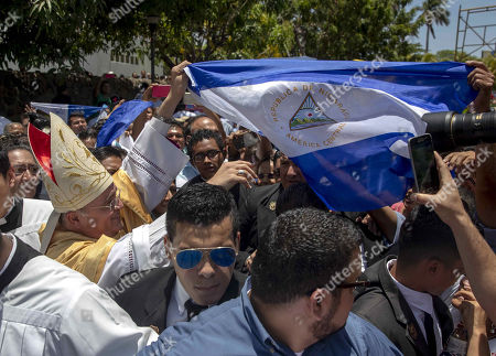 Monsignor Silvio Baez holds a Nicaraguan flag after a mass of renewal of archdiocese priest promises, at the cathedral of Managua, Nicaragua, 18 April 2019.  The opposition group National Blue and White Unit called for attendance to the Holy Week's religious acts to commemorate the first anniversary of the 'civil insurrection' against Nicaraguan President Daniel Ortega, due to the prohibition to protest.