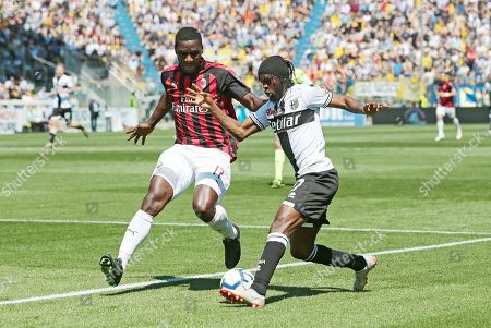Parma's Gervinho (R) and Milan's Cristian Zapata (L) in action during the Italian Serie A soccer match Parma Calcio1913 vs AC Milan at Ennio Tardini Stadium in Parma, Italy, 20 April 2019.