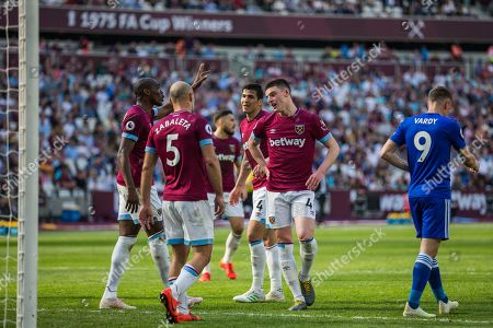 Angelo Ogbonna (West Ham) holds his hand high as Declan Rice (West Ham) & Pablo Zabaleta (West Ham) wait and Jamie Vardy (Leicester City) walks on during the Premier League match between West Ham United and Leicester City at the London Stadium, London