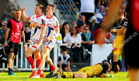 La Rochelle vs Sale Sharks. Sale Sharks' Chris Ashton celebrates scoring a try with Sam James