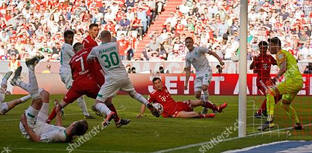 Bayern's Robert Lewandowski (L) in action against Bremen's Ludwig Augustinsson (R) during the German Bundesliga soccer match between FC Bayern Munich and Werder Bremen in Munich, Germany, 20 April 2019.