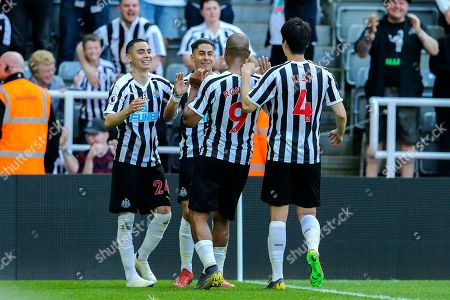 Ayoze Perez (#17) of Newcastle United celebrates Newcastle United's second goal (2-0) with Newcastle United team mates during the Premier League match between Newcastle United and Southampton at St. James's Park, Newcastle