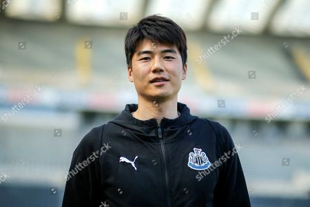 Ki Sung-Yueng (#4) of Newcastle United arrives ahead of the Premier League match between Newcastle United and Southampton at St. James's Park, Newcastle