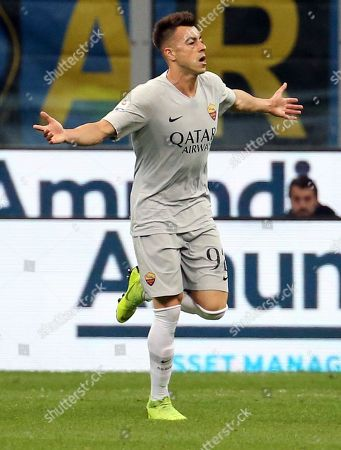 Roma's Stephan El Shaarawy jubilates after scoring the 0-1 goal during the Italian serie A soccer match between FC Inter and AS Roma  at Giuseppe Meazza stadium in Milan, Italy, 20 April 2019.