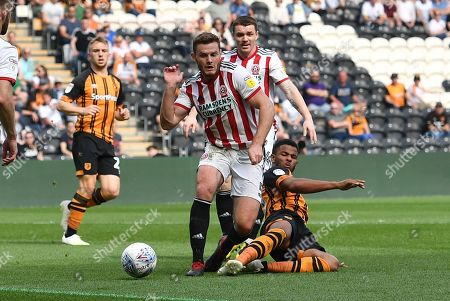 Sheffield United defender Jack O'Connell (5) and Hull City forward Fraizer Campbell (25)during the EFL Sky Bet Championship match between Hull City and Sheffield United at the KCOM Stadium, Kingston upon Hull