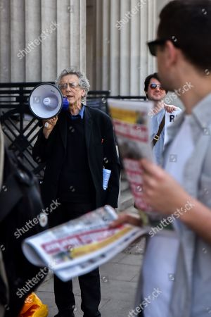 Piers Corbyn (brother of Jeremy Corbyn) protesting as people queue to see climate change activist Greta Thurnberg.