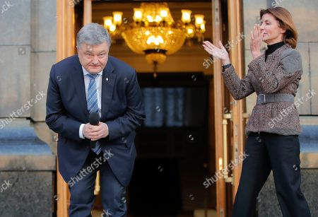 Petro Poroshenko, Maryna Poroshenko. Ukrainian President Petro Poroshenko bows during a meeting with supporters who have come to thank him for his work as a president, as his wife, Maryna, applauds, in Kiev, Ukraine
