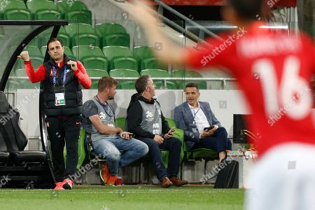 Coach Fabio Cannavaro (L) of Guangzhou Evergrande reacts during the AFC Champions League group F soccer match between Melbourne Victory and Guangzhou Evergrande FC at Melbourne Rectangular Stadium in Melbourne, Australia, 23 April 2019.