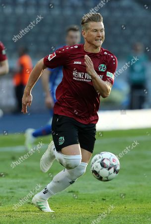 Matthias Ostrzolek       / DFL Bundesliga  /  2018/2019 / 21.04.2019 / Hertha BSC Berlin vs. Hannover 96 / DFL regulations prohibit any use of photographs as image sequences and/or quasi-video. /