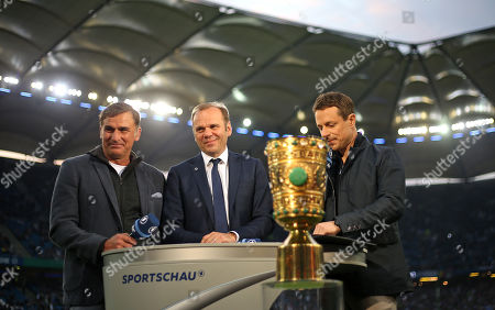 23.04.2019, Football DFB Pokal 2018/2019, semi final , Hamburger SV - RB Leipzig, Volksparkstadium Hamburg. (L-R) U21-Bundestrainer Stefan Kuntz (Germany), Aufsichtsratsvorsitzende HSV Football AG and president des HSV e.V. Bernd Hoffmann (Hamburg) and TV-Moderagoal Alexander Bommes