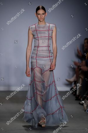 A model presents a creation by Fabiana Milazzo during the Sao Paulo Fashion Week, at the Pinacoteca in downtown Sao Paulo, Brazil, 23 April 2019.