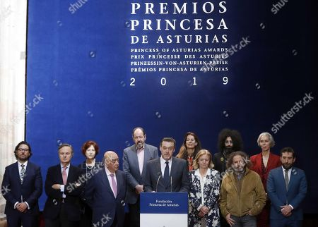 President of the Jury of the Princess of Asturias Award 2019 for Arts, Miguel Zugaza (C), announces British theater and film director Peter Brook poses as the winner of the Princess of Asturias Award 2019 for Arts during a press conference held in Oviedo, Spain, 24 April 2019.