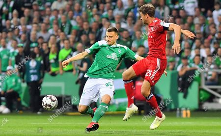 Bremen's Maximilian Eggestein (L) in action against Bayern's Thomas Mueller (R) during the German DFB Cup semi final soccer match between Werder Bremen and FC Bayern Munich in Bremen, Germany, 24 April 2019.