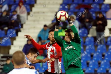 Athletic de Bilbao's Aritz Aduriz (L) in action against CD Leganes' goalkeeper Ivan Cuellar (R) during the Spanish LaLiga soccer match between Athletic Bilbao and CD Leganes at the Butarque stadium in Leganes, Madrid, Spain, 24 April 2019.