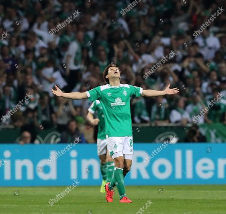 Yuya Osako 1:2    celebration   1:2    / DFB Pokal semi final   /  2018/2019 / 24.04.2018 / SV Werder Bremen vs. FC Bayern Muenchen FCB / DFL regulations prohibit any use of photographs as image sequences and/or quasi-video. /           DFL regulations prohibit any use of photographs as image sequences and/or quasi-video.