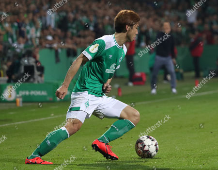 Bremen's Yuya Osako during the German DFB Cup semi final soccer match between Werder Bremen and Bayern Munich in Bremen, Germany, 24 April 2019.