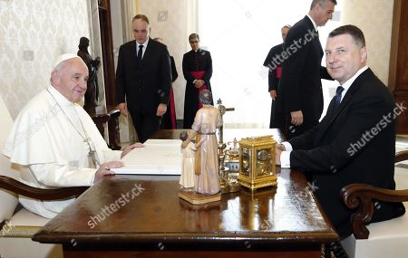 Pope Francis (L) meets Latvian President Raimonds Vejonis (R) at the Vatican