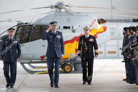 Spain's King Felipe VI (C) salutes next to the Spanish Air Forces' Chief of Staff, General Javier Salto Martinez-Avial (L), during his visit to the air base of Armilla in Granada, Spain, 25 April 2019.