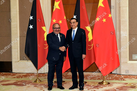 Chinese Premier Li Keqiang (R) meets with Papua New Guinea Prime Minister Peter O'Neill (L) at the Diaoyutai State Guesthouse in Beijing, China, 26 April 2019.