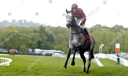 SPARKLE ROLL (Oisin Murphy) before The Nordoff Robbins Sir George Martin Memorial Fillies Novice Stakes Sandown